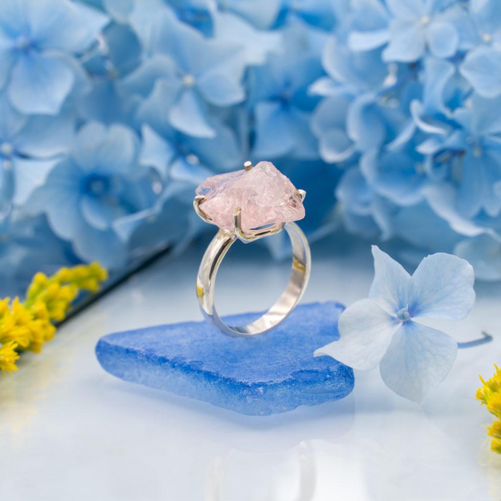 inel din argint cu piatra morganit